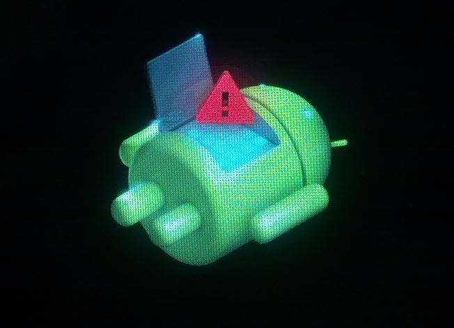 лежачий андроид с восклицательным знаком